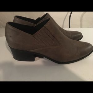 Madden Girl Faux Gray Leather ankle boot sz 11